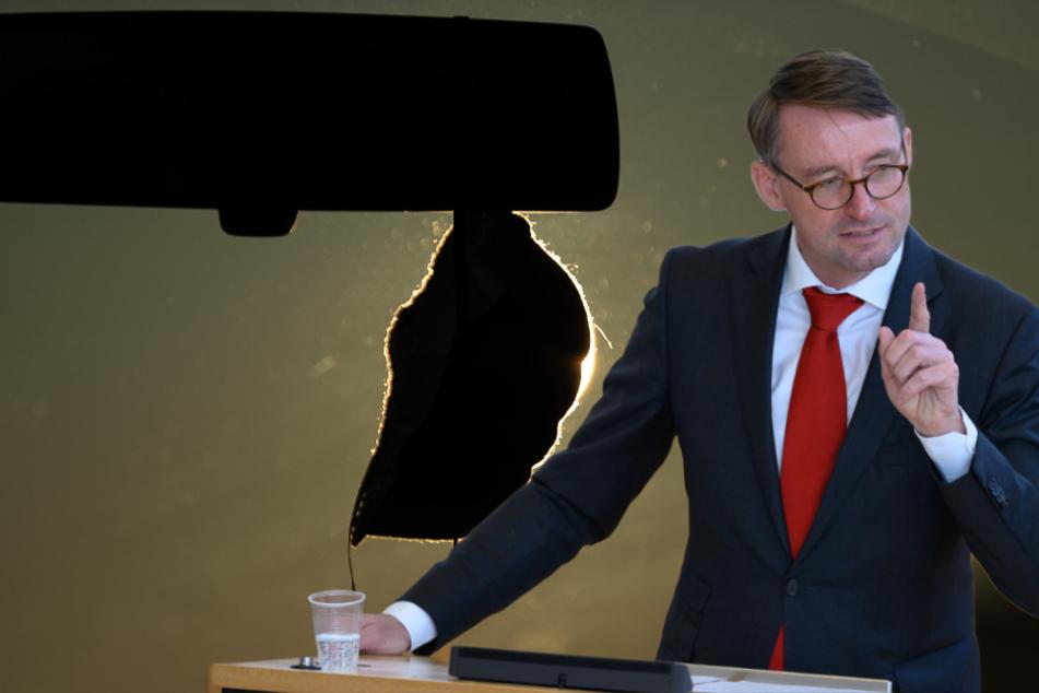 Sachsens Innenminister erklärt Gaga-Regel: Maske im Auto Ja, Sonnenbrille Nein!