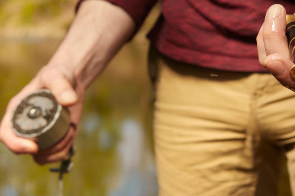 Was zwei Männer aus einem Fluss fischen, ist nicht gerade alltäglich
