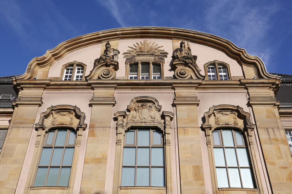 Mönchengladbach: Das Foto zeigt das Amts- und Landgericht. Am 15.06.2020 beginnt der Prozess gegen eine Mutter, die laut Anklage ihr zweijähriges Kind verdursten ließ.