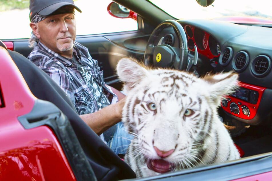 Jeff Lowe (55) fuhr in der Serie mit einem weißen Tiger in seinem Ferrari durch die Gegend.