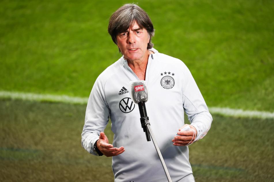 DFB-Bundestrainer Joachim Löw flog mit der Nationalmannschaft von Stuttgart nach Basel. Bei den Twitter-Usern kam das gar nicht gut an.