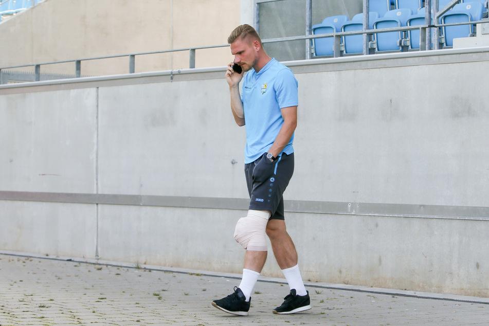 CFC-Innenverteidiger Robert Zickert humpelte mit einem dicken Eisverband ums linke Knie aus dem Stadion.