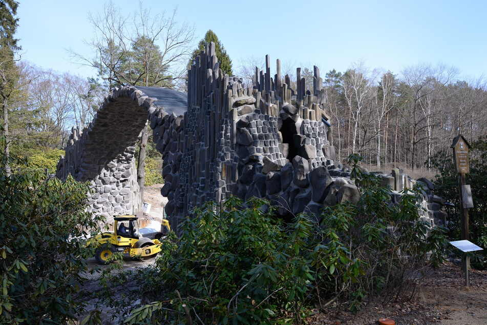 In den vergangenen Monaten wurde im Kromlauer Park rund um die Rakotzbrücke gebaut und saniert.