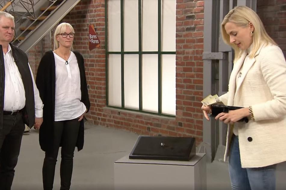 Nachdem Expertin Elisabeth Nüdling (41) hört, dass der Ring aus den 30er-Jahren stammt, erhöht sie den Preis auf 1500 Euro.
