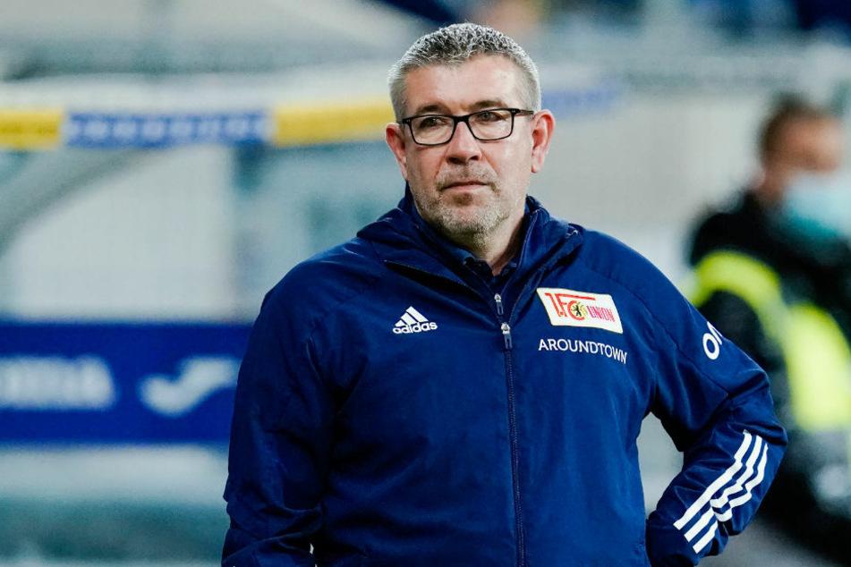 """Union-Coach Urs Fischer (54) sieht im Spiel gegen Arminia Bielefeld ein Duell """"auf Augenhöhe"""" und wollte sich im Vorfeld nicht die Favoriten-Rolle zuschanzen lassen."""