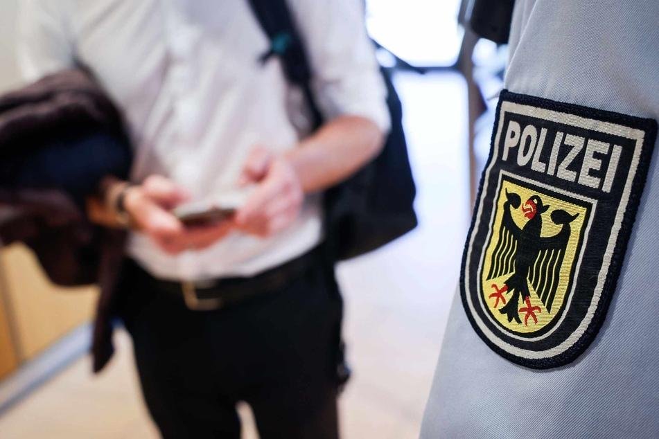 Der Mann fiel den Bundespolizisten bei der Kontrolle auf.