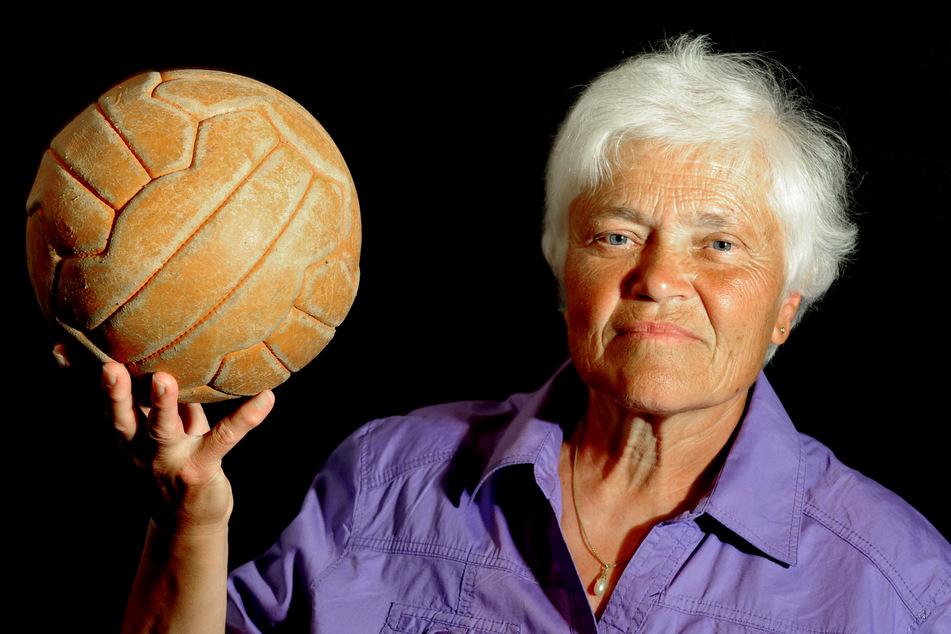 """""""Manche kamen nur zum Gaffen"""": Der steinige und sexistische Weg des Frauenfußballs"""