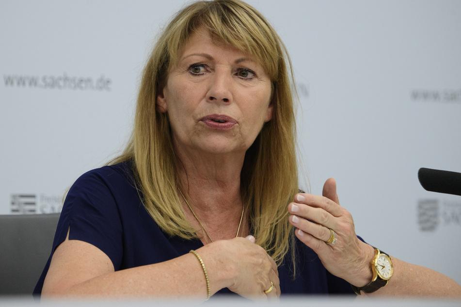 """Sachsens Gesundheitsministerin Petra Köpping (62, SPD) bittet Ärzte darum, auf ihren """"wohlverdienten Weihnachtsurlaub zu verzichten""""."""