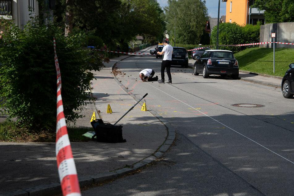 Mehrere Verletzte! Autofahrer rast absichtlich in Menschengruppe