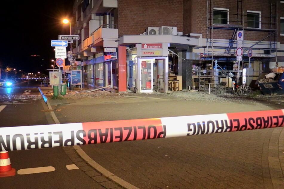 Die Täter hatten es auf den Geldautomaten in einem Gebäude an der Amsterdamer Straße/Ecke Stockumer Kirchstraße in Düsseldorf-Stockum abgesehen.