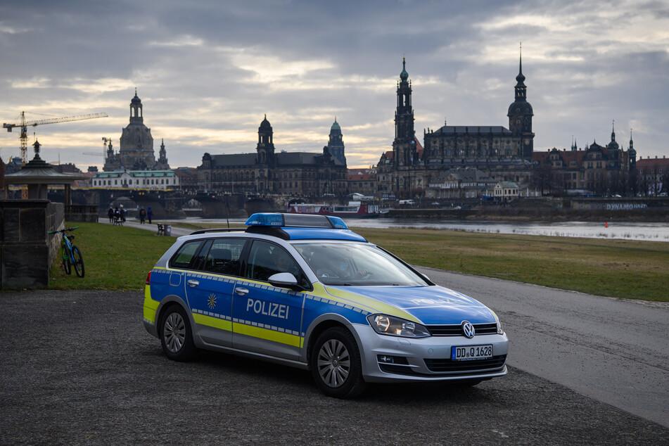 Die Dresdner Polizei musste am Freitagabend auf eine sehr ungewöhnliche Warnung reagieren.