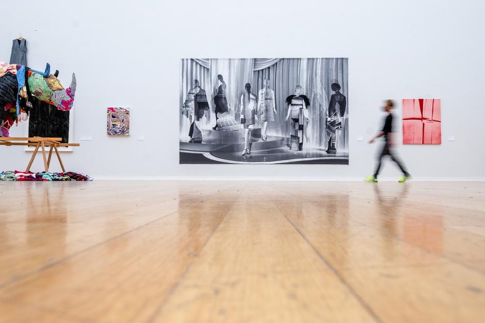 """Die Textilkunst der Ausstellung """"Musterung"""" in den Städtischen Kunstsammlungen wird ohne Besucher bleiben."""