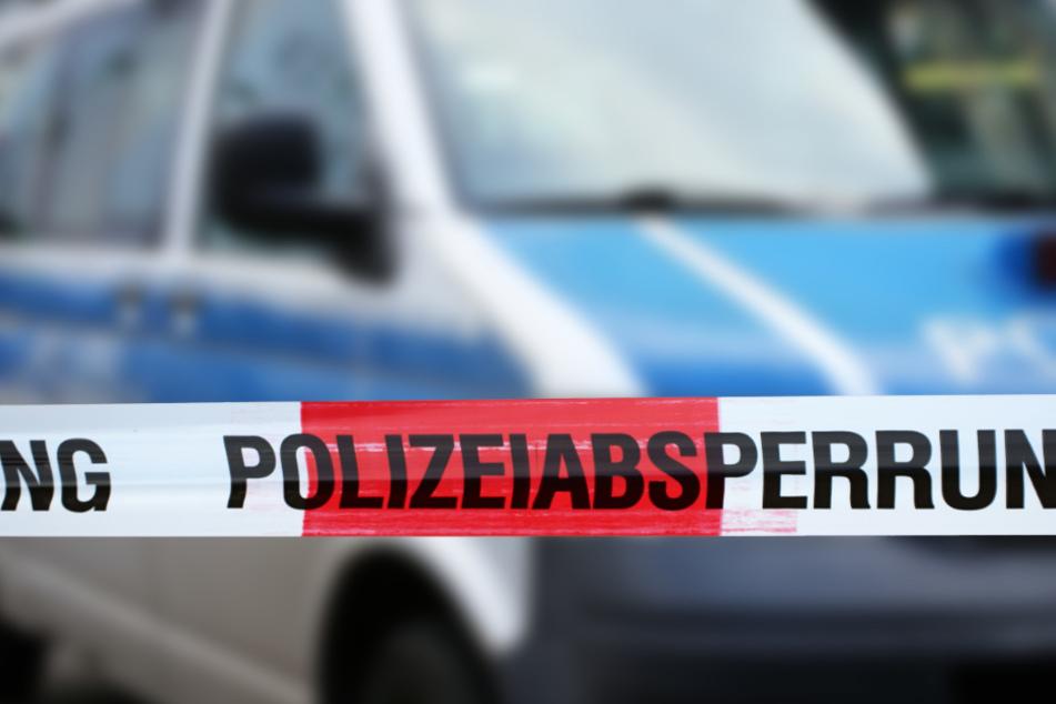 Die Polizei wertet Spuren aus und befragt Zeugen. (Symbolbidld)