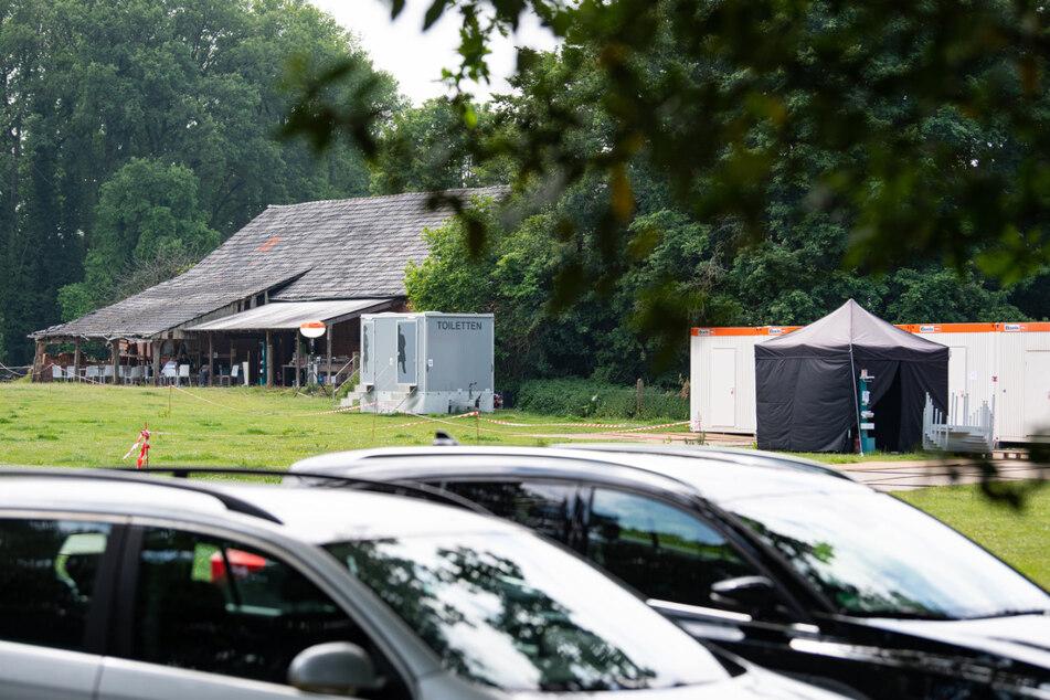 """Rückansicht des Gebäudes in dem der Fernsehsender RTL das """"Sommerhaus der Stars"""" drehen wird."""