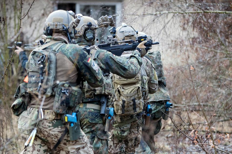 Die Soldaten der KSK trainieren unter anderem den Häuserkampf und Geiselbefreiungen.