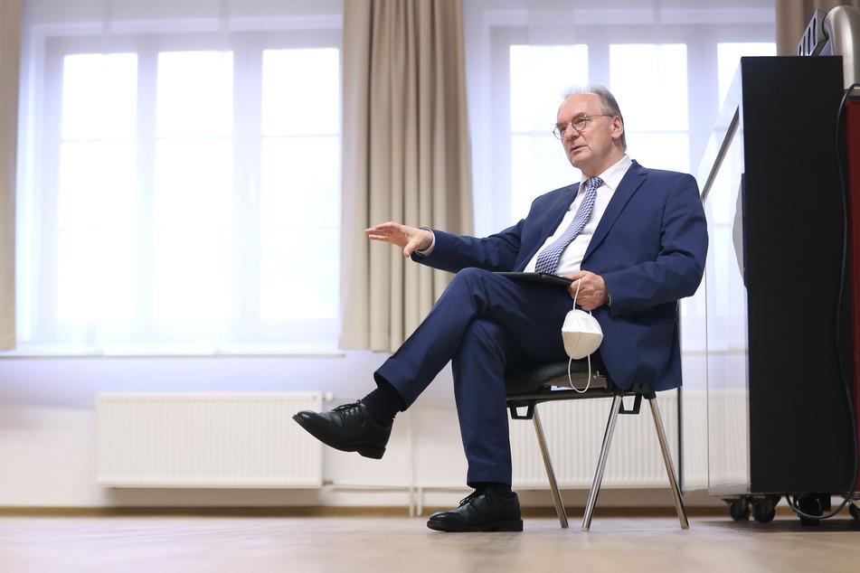 Bundesratspräsident Reiner Haseloff (67, CDU) verteidigt den föderalen Ansatz der deutschen Corona-Politik.