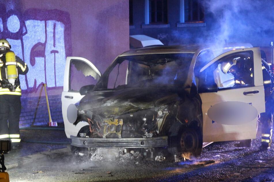 Leipzig: Transporter einer Immobilienfirma in Leipzig-Schleußig abgefackelt