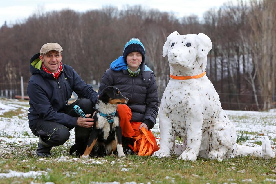 Zwei Stunden arbeiteten Dieter Scholz und Sohn Elias an ihrem Schnee-Wuffi.