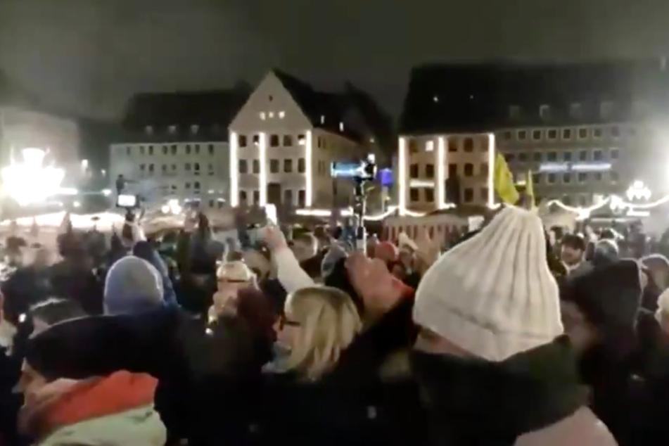Schockierende Szenen von Corona-Demo in Nürnberg: Heftige Kritik an Polizei