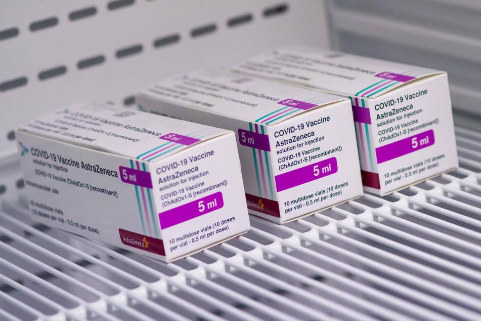 Der Impfstoff von Astrazeneca stößt in Brandenburg nach Angaben des Gesundheitsministeriums zunehmend auf Nachfrage.