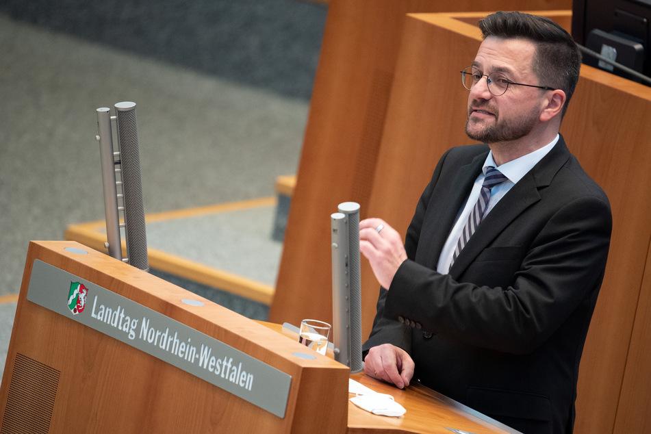 """Thomas Kutschaty (52) forderte am Montag in Düsseldorf """"neue Verbote"""" für Silvester - möglichst bundesweit einheitliche."""