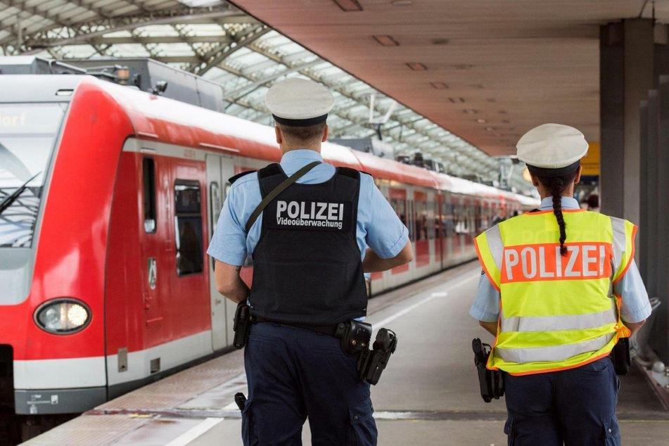 Fahrgast hat Waffen statt Ticket dabei: Festnahme in Köln