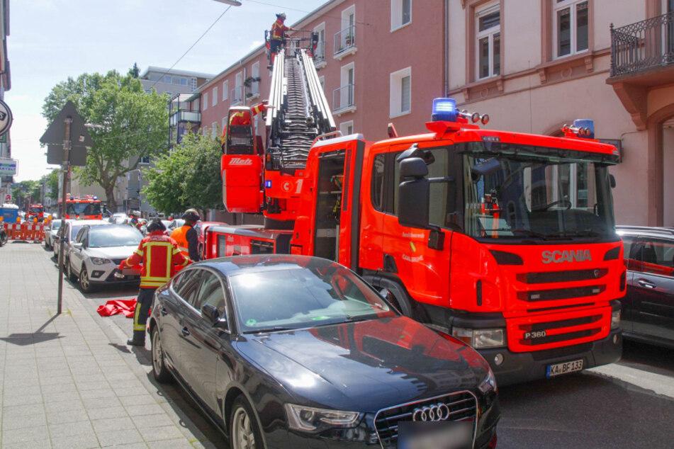 Feuer in Mehrfamilienhaus: Drei Menschen kommen in Klinik