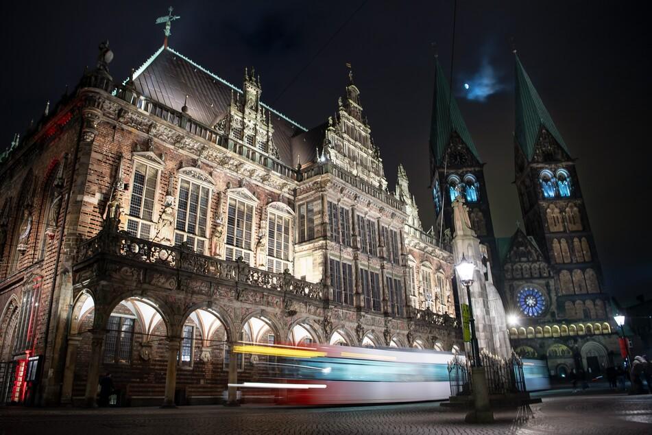 Donnerstagnacht kaperten ein 18-Jähriger und sein 13-jähriger Begleiter in Bremen eine Straßenbahn. (Symbolbild)