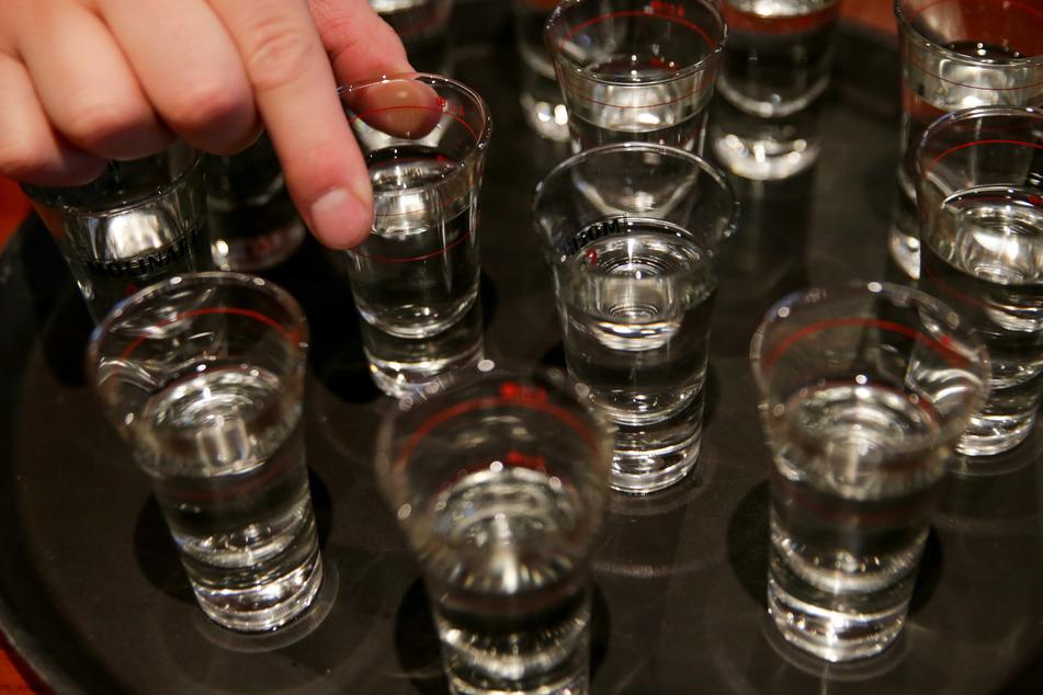Auch Alkohol hat bei den unerlaubten Feiern eine Rolle gespielt (Symbolbild).