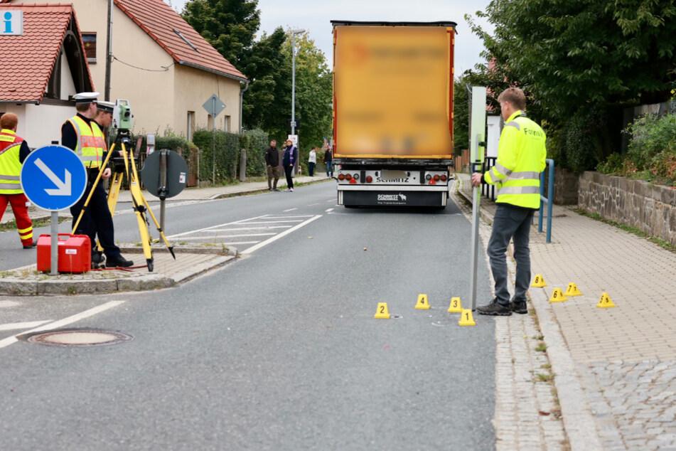 Unfall mit Lkw nahe Dresden: Siebenjähriger stirbt