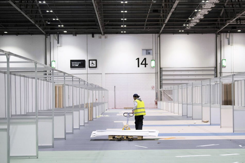 Das ExCel Center in London wird zu einem provisorischen Krankenhaus umgebaut.
