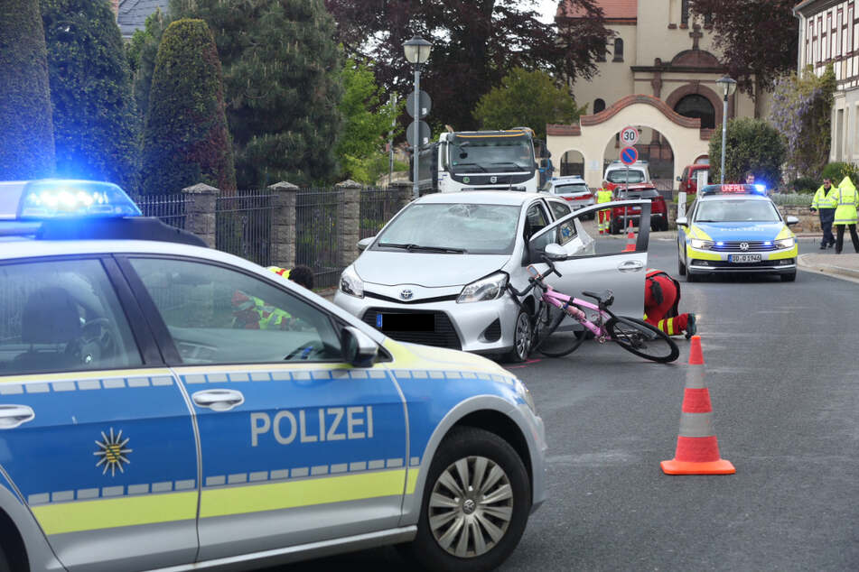 Der Fahrradfahrer wurde bei dem Unfall verletzt.