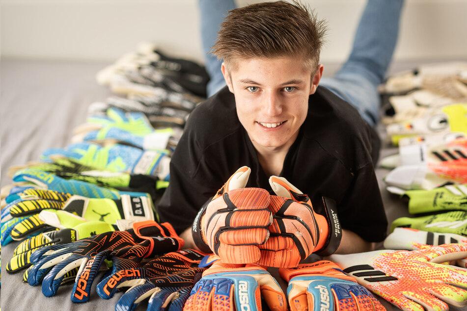 Von Manuel Neuer bis Kevin Broll: Schüler ergattert Handschuhe von 150 Torhütern