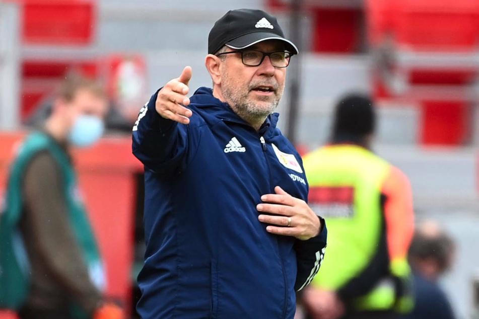 Coach Urs Fischer (55) bevorzugt große und robuste Spieler im Angriff von Union Berlin und könnte in Serdar Dursun eine willkommene Verstärkung finden.