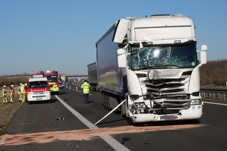Unfall auf der A38: Lkws krachen beim Überholen aufeinander