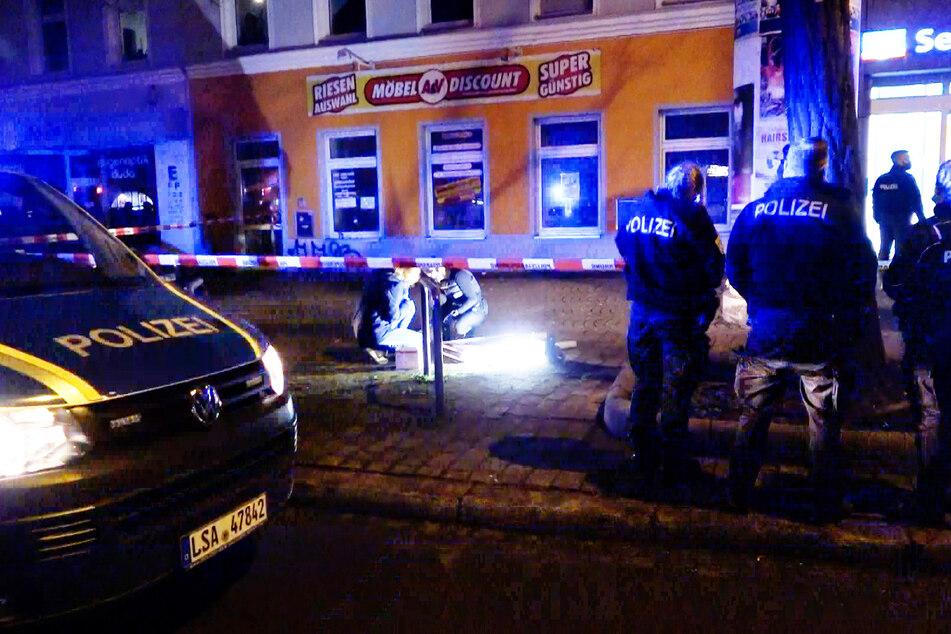 Die Kripo sicherte noch in der Nacht Spuren vom Tatort.
