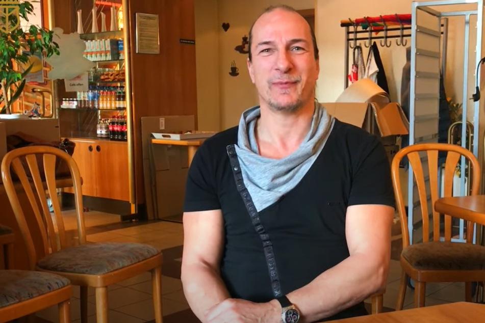 """Im Januar drehte Peter Fitzek (55), """"König von Deutschland"""", aus Dresden ein Werbevideo für seine Scheinbank-Filiale."""