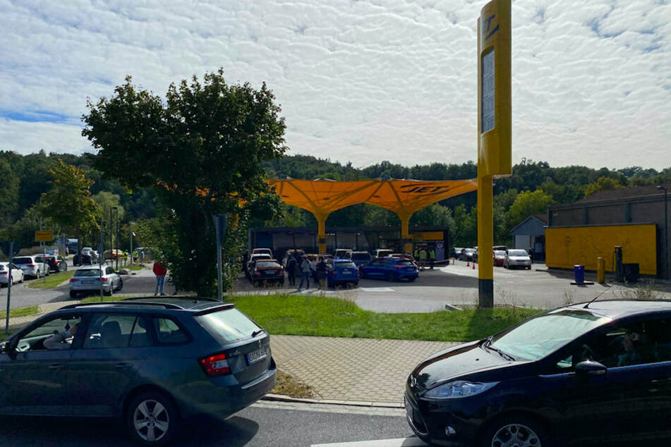 20 Liter gratis tanken? Jet-Aktion sorgt für Verkehrskollaps