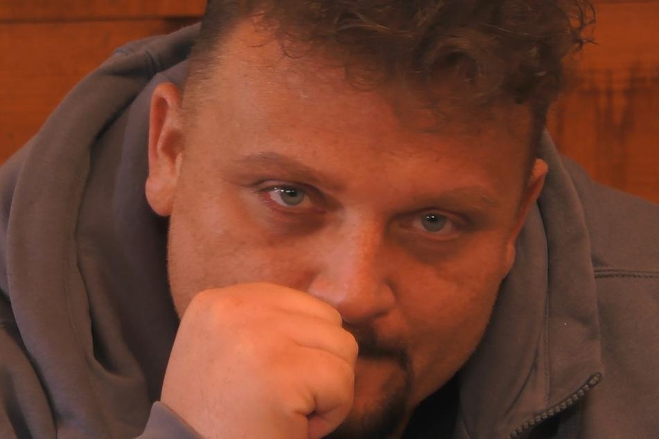 Menowin (32) ist sehr nachdenklich im Reality-TV-Projekt.