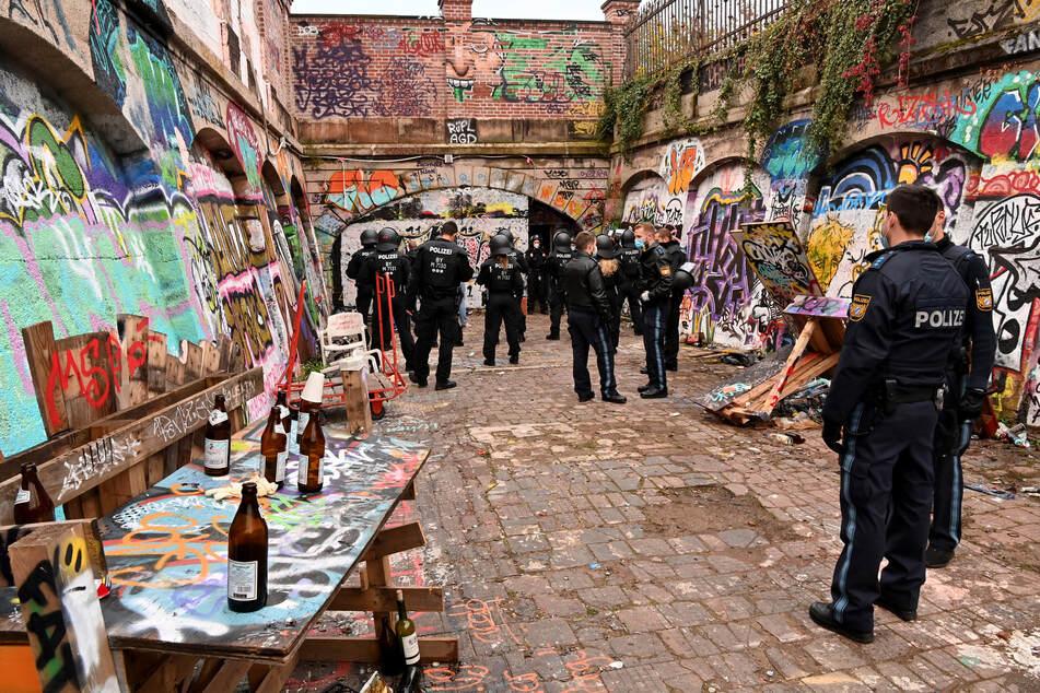 Die Polizei hat am frühen Sonntag eine illegale Rave-Party am Münchner Schlachthof aufgelöst.
