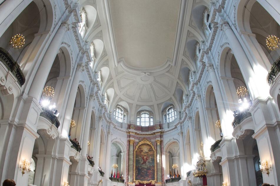 Die Dresdner Kathedrale feiert ihre Sanierung.