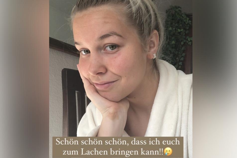 Maria Schimanski (21) zeigt ihren Selbstbräuner-Fail auf Instagram.