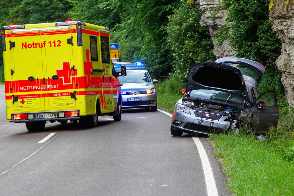 Fahrer und Beifahrerin des Seat wurden bei dem Unfall verletzt.