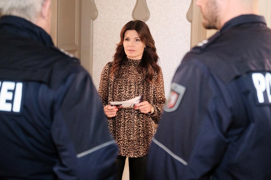 Britta (Tabea Heynig) ist fassungslos, als die Polizei vor der Tür steht und sie vorläufig festgenommen wird.
