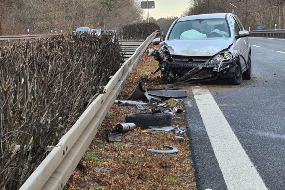 Unfall A: Silvester-Crash auf der A10: Autos und Sattelzug krachen ineinander