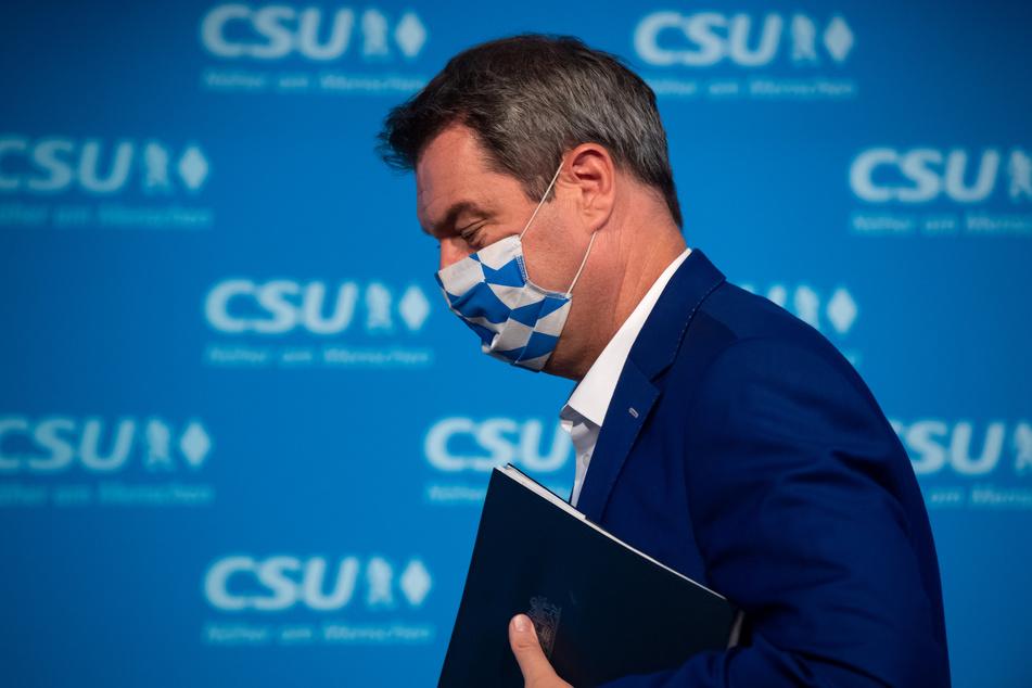 Markus Söder (CSU), Parteivorsitzender und Ministerpräsident von Bayern, fordert eine bundesweite Maskenpflicht bei hohen Corona-Zahlen.