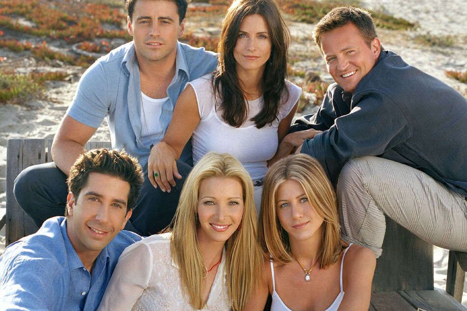 (From l-r) David Schwimmer, Matt LeBlanc, Lisa Kudrown, Courteney Cox, Jennifer Aniston & Matthew Perry, starred in the show, Friends, from 1994 to 2004.
