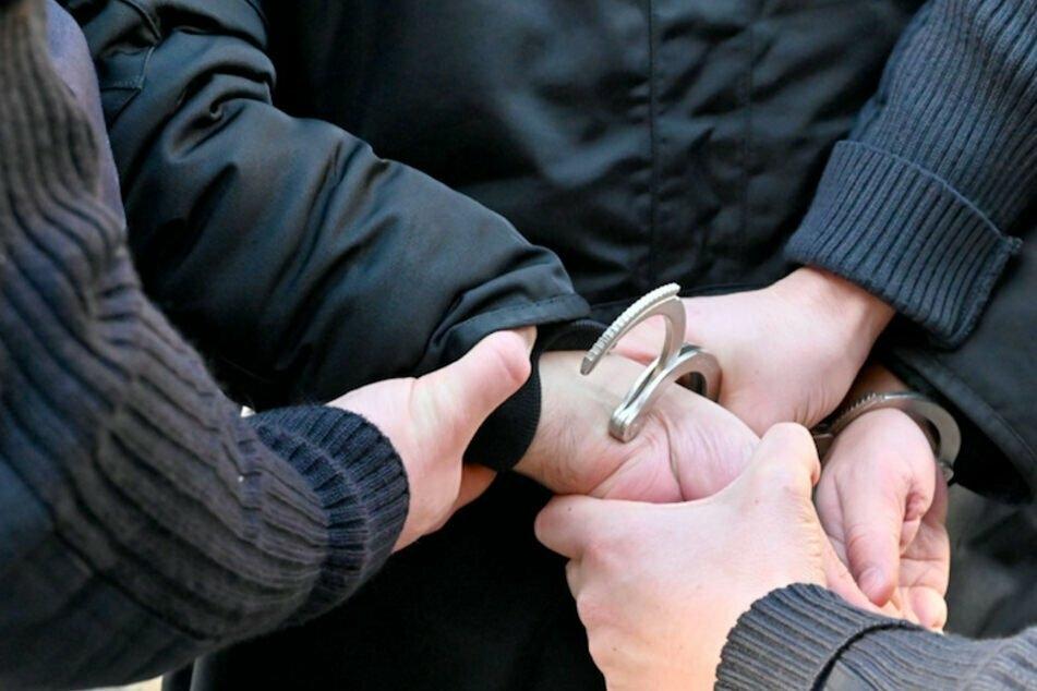 In Nürnberg hat die Polizei drei Frauen festgenommen, die als angebliche Wunderheilerinnen mehrere tausend Euro erbeuteten. (Symbolbild)