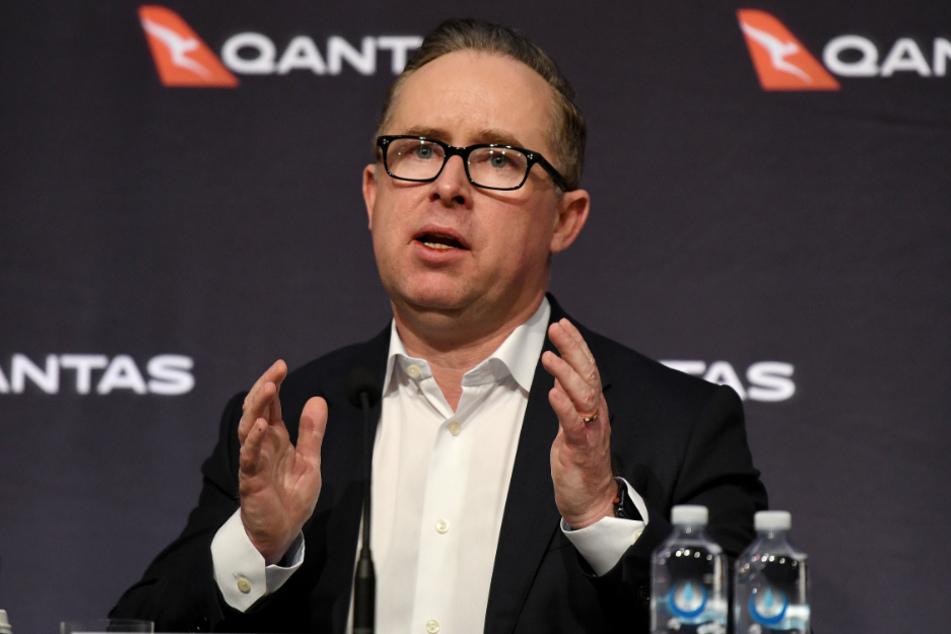 Alan Joyce, Konzernchef von Qantas, spricht während einer Pressekonferenz.