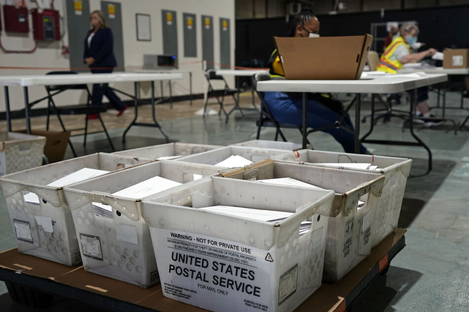 In einigen US-Bundesstaaten werden langsam die ersten Briefwahlzettel für die Präsidentschaftswahlen im November an die Wähler verschickt.